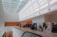 L'ampia galleria al primo piano
