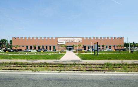 Foto dell'ingresso principale visto da via Sormani