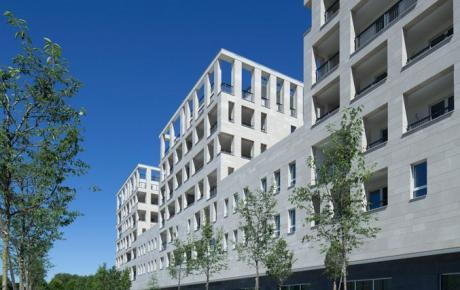 """Gli edifici """"T"""" residenze visti dal parco"""