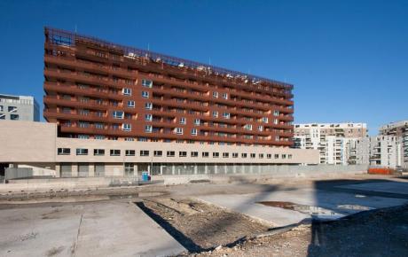 """L'edificio """"B"""" residenze visto dal parco"""