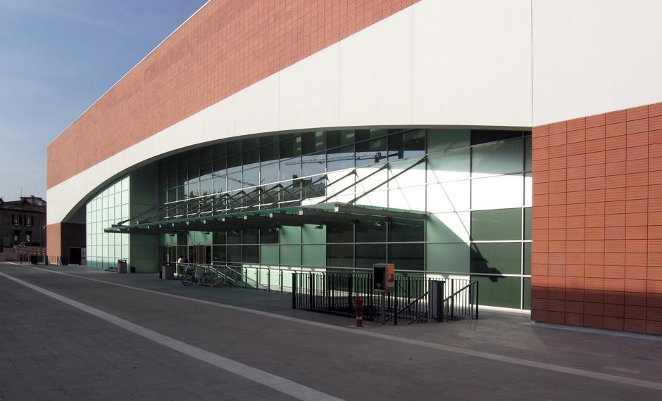 Foto della vetrata della facciata principale